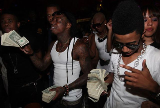 Drake and Lil Wayne Make it Rain with $250,000 in The Club [PHOTOS]