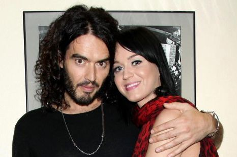 Calm Down, So What Russell and Katy Aren't wearing their Rings.