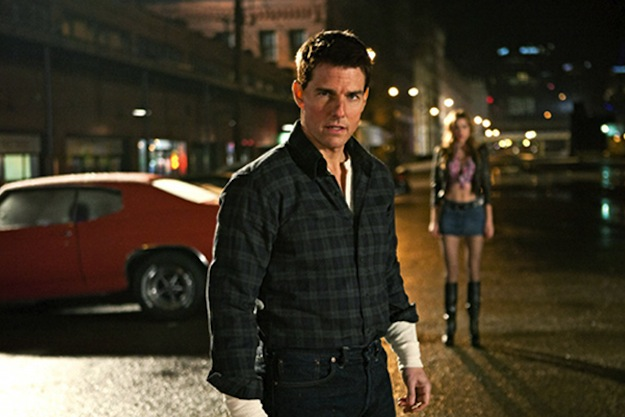 Tom Cruise In 'Jack Reacher' Trailer He's a Certified Bad Ass and Does Not Look 50!