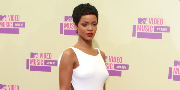 Piers Morgan Says Rihanna Needs to Grow Her Hair Back!