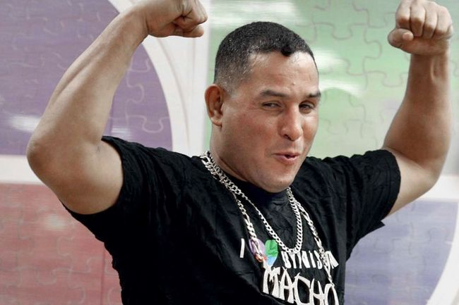 """Hector Camacho's Sisters Fight to Keep him on Life Support, Dr says, """"He's Dead"""""""