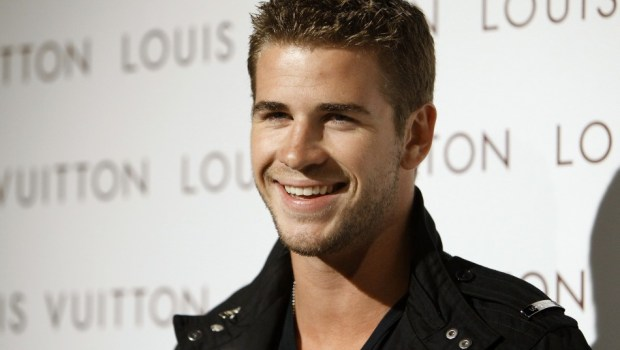 Watch Liam Hemsworth Fighting Outside a Bar in the Streets of Philly.