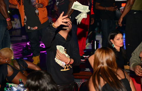 Drake Rains $50,000 in the Club, How Much Money is that in Your Salary? We do the Math.