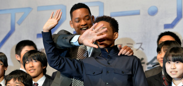 """Will Smith """"Makes Out"""" With Son (VIDEO)"""