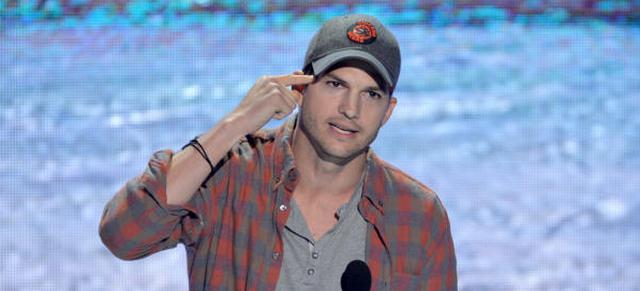 Watch: Ashton Kutcher Gives Motivational Speech At Teen Choice Awards