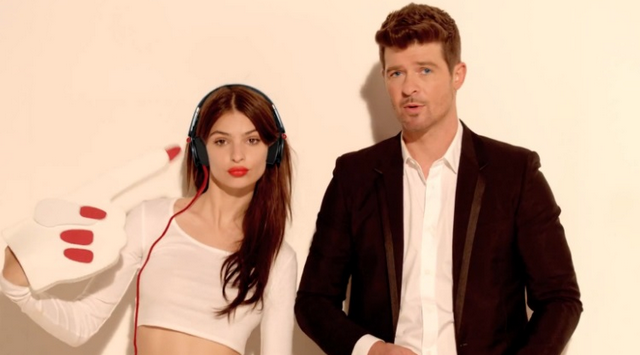 Busted: Robin Thicke Grabbing Fan's Ass In Twitter Photo
