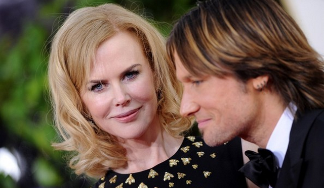 Paparazzo Crashes Into Nicole Kidman With Bike (VIDEO)