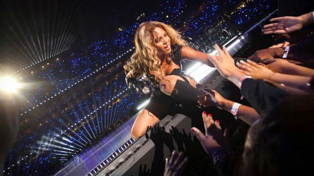 "Beyonce ""Nude"" In A Hammock (PHOTOS)"