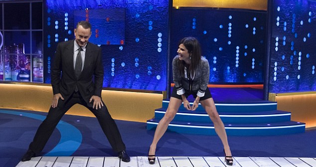 Sandra Bullock Attempts to Rap On 'The Jonathan Ross Show' (VIDEO)