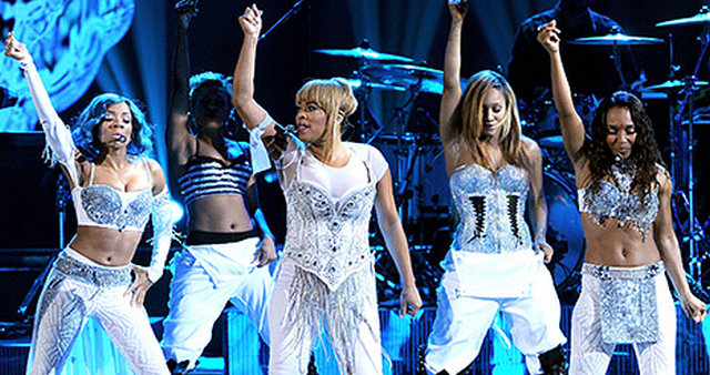 TLC Performs 'Waterfalls' At 2013 AMAs