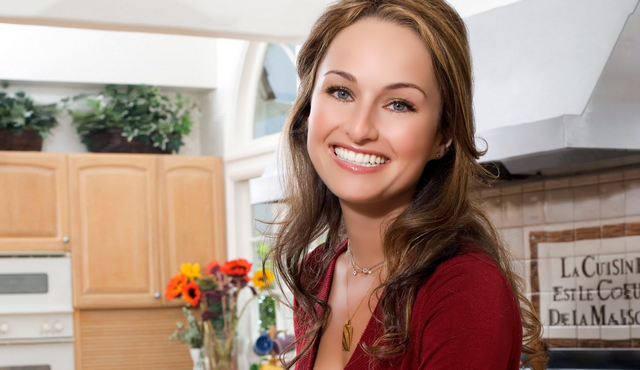 TV Chef Giada De Laurentiss Cuts Finger on Live Thanksgiving Special (PHOTO)