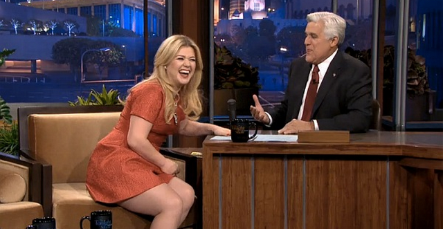 "Kelly Clarkson and Husband ""Trying Like Rabbits"" To Get Pregnant"
