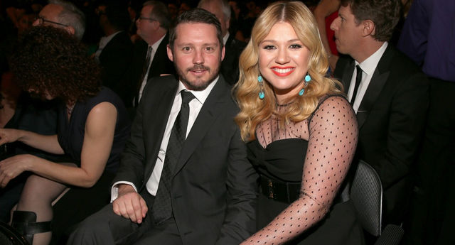 Kelly Clarkson Shares Exciting News On Twitter