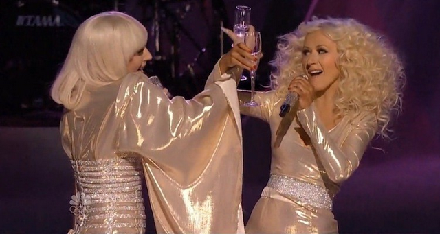 """Lady Gaga and Christina Aguilera Perform """"Do What U Want"""" On """"The Voice"""" Finale (VIDEO)"""