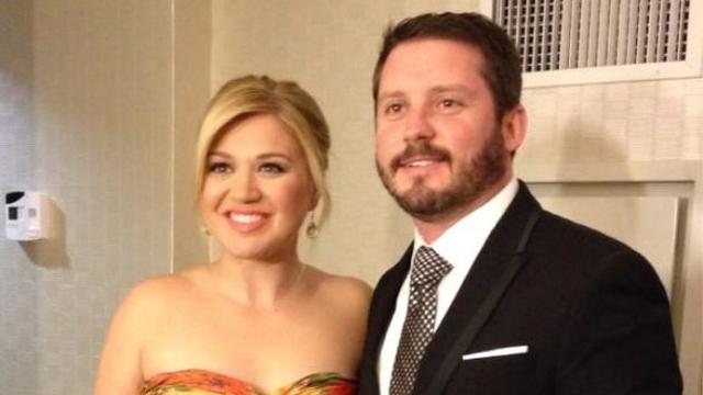 Kelly Clarkson Reveals Baby's Gender On Twitter!