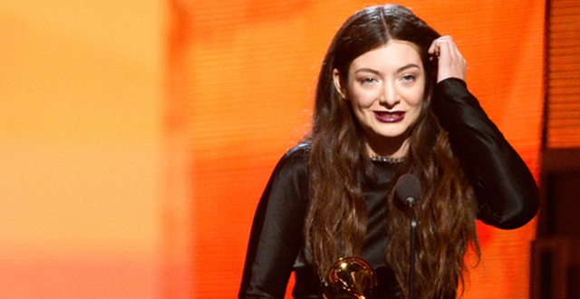 Lorde Welcomed Home By Paparazzi, Rants About How Rough Her Life Is On Twitter