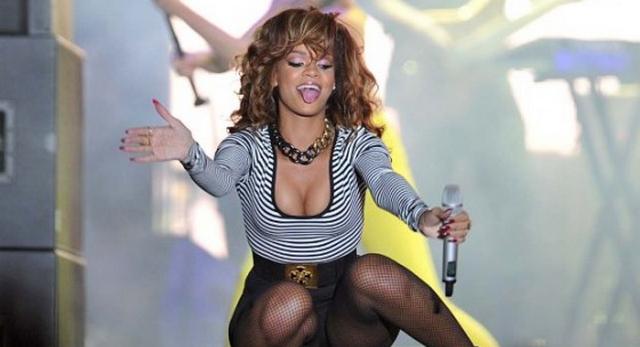 Rihanna Posts Several Revealing Swimsuit Photos On Instagram (PHOTOS)