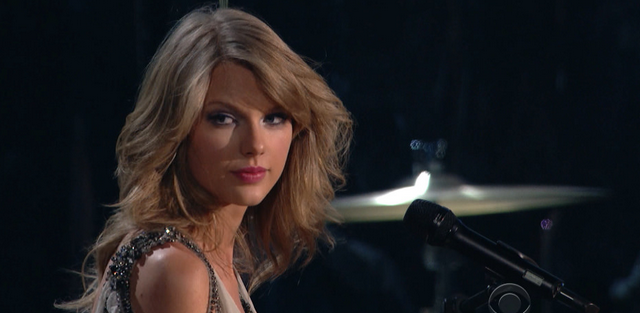 Taylor Swift's Reaction To Losing Album of the Year Is Priceless, Plus She Gives Us More Awkward Dancing