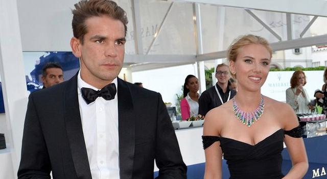Breaking News: Scarlett Johansson Is Pregnant!