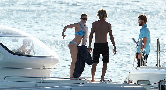 Jessica Biel Shows Off Her Bikini Body While On Vacation With Justin Timberlake