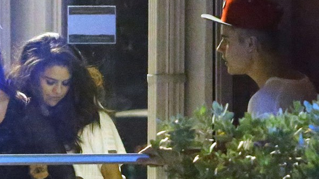 Selena Gomez Is Addicted To Justin Bieber, Friends Consider Holding An Intervention