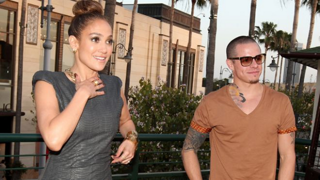 Casper Smart Cheating On Jennifer Lopez With Transsexual Bikini Model?