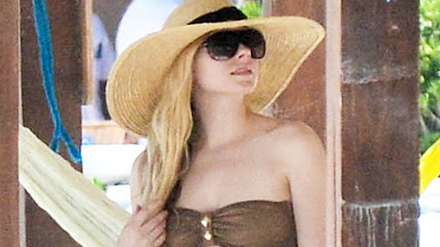 Avril Lavigne Shows Off Body In Tiny Bikini Down In Mexico (PHOTOS)