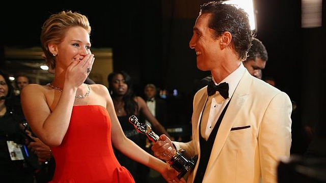 Jennifer Lawrence Was Plastered At Oscars After-Party, Puked Right In Front Of Miley Cyrus!