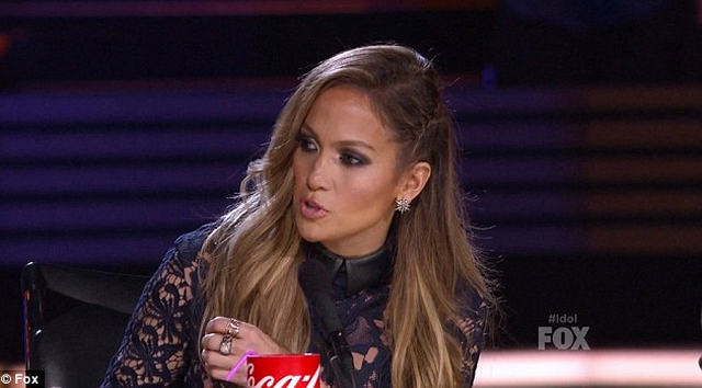 Jennifer Lopez Plays Down Mariah Carey Feud, Claims Singers And Dancers Perform Well In Bed!