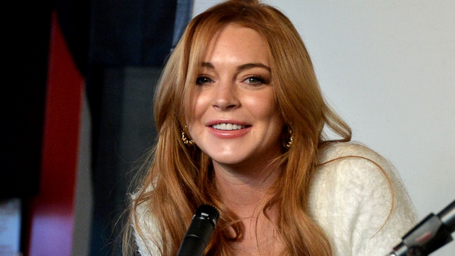 Lindsay Lohan Working Out Hard For The Summer, Posts Gym Selfies On Instagram!