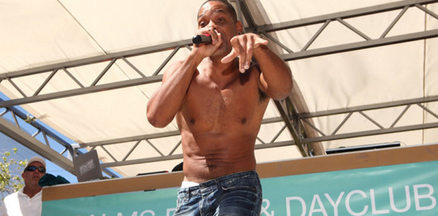 "Will Smith Reunites With DJ Jazzy Jeff, Performs ""Summertime"" For Las Vegas Crowd (VIDEO)"
