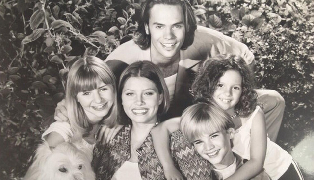 """7th Heaven"" Cast Reunites For The First Time In 8 Years, See Which Cast Member Was Missing Inside!"