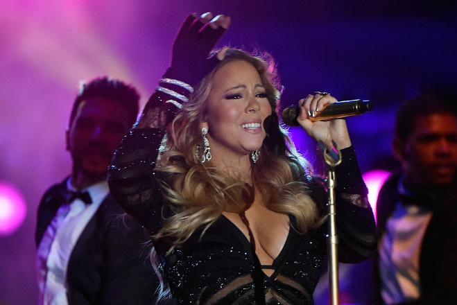 Mariah Scary! Shocking footage of her Tokyo Concert reveals the Diva struggling to Sing (Video)