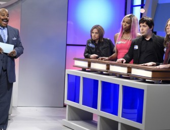Watch: 'American Idol' And 'The Voice' Compete Against Each Other In Family Feud SNL Sketch