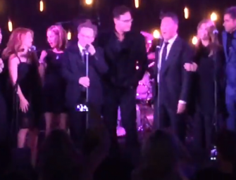 The Cast Of 'Full House' Reunites, Gets On Stage To Sing Their Theme Song (VIDEO)