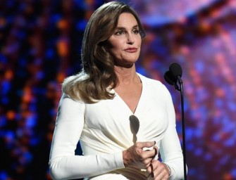 Watch: Caitlyn Jenner Accepts Arthur Ashe Courage Award At 2015 ESPYs, Receives Standing Ovation