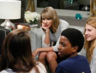 Good Girl Taylor Swift Strikes Again, Donates 25,000 Books To Schools In NYC!