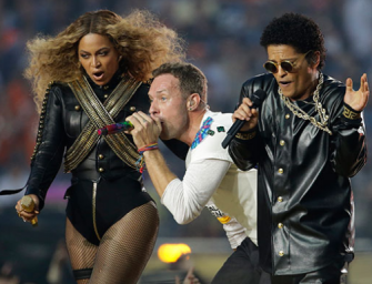 Chris Martin Upstaged By Beyonce During Super Bowl Halftime Show, Watch The Performance And See The Memes Inside! (VIDEO)