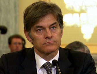 "Dr. Oz Is Being Sued AGAIN By Angry Consumers For Promoting ""Fake"" Diet Supplement On His Show!"