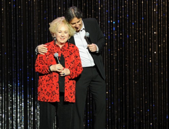 """'Everybody Loves Raymond' Cast Remember Doris Roberts: """"Amazing Lady And Brilliant Actor"""""""
