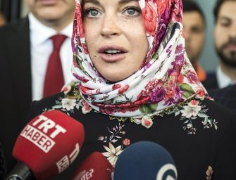 Lindsay Lohan Claims She Was Racially Profiled While Flying To New York Because She Was Wearing A Headscarf