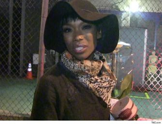 REPORT: Brandy Unconscious On Delta Flight To New York, Paramedics Had To Rush To Treat Her On The Plane…Story Developing!