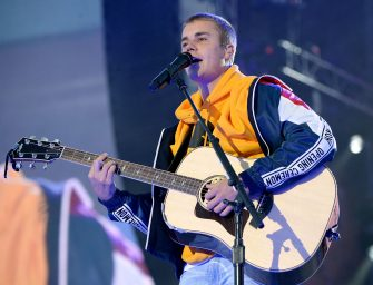 Justin Bieber Sings 'Love Yourself' And Chokes Up On Stage While Paying Tribute To Manchester Bombing Victims (VIDEO)