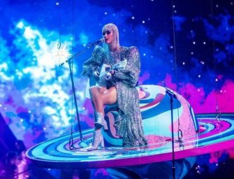 """WATCH: Katy Perry Gets Stuck In """"Space"""" During Nashville Concert, Forced To Jump Into The Crowd (VIDEO)"""