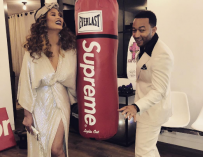 John Legend Is Amazed By His Wife Chrissy Teigen, Snaps Photo Of Her Pumping Breast Milk Inside Car (PHOTO)