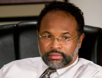 "The Woman Who Took The Photo Of Geoffrey Owens Working At Trader Joe's Feels ""Terrible"" About It"