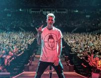Machine Gun Kelly Fires Back At Eminem Following 'Killshot' Diss Track (VIDEO)