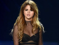 Selena Gomez Has Emotional Breakdown Inside Hospital, Tries To Rip IV Out Of Her Arm