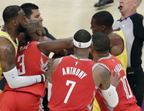 Lakers and Rockets Have Insane Brawl On Court, And Even The Star-Filled LA Crowd Got Heated (VIDEO)