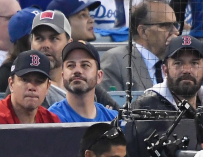 Matt Damon And Jimmy Kimmel Go To The World Series Together, And Their Shirts Had Everyone Laughing (PHOTO)